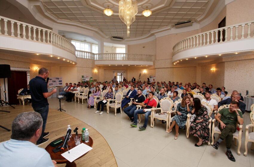«Фундук та мигдаль очима професіоналів»: на Одещині відбулася конференція, присвячена промисловому вирощуванню фундука