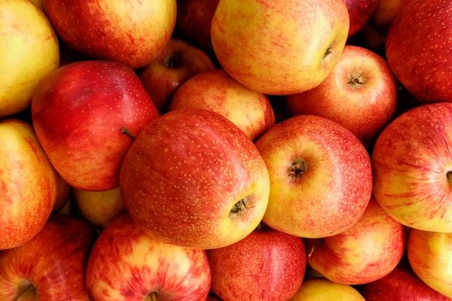 Збереження яблук починається ще з цвітіння саду: як зберегти врожай від осені до весни